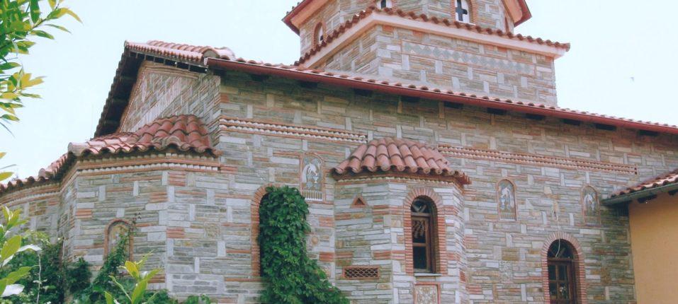 Εξωτερική δεξιά άποψη του Ναού του Αγίου Ραφαήλ.