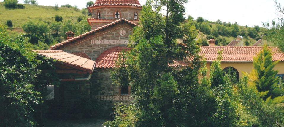 Εξωτερική άποψη του Ναού του Αγίου Ραφαήλ, κύρια είσοδος