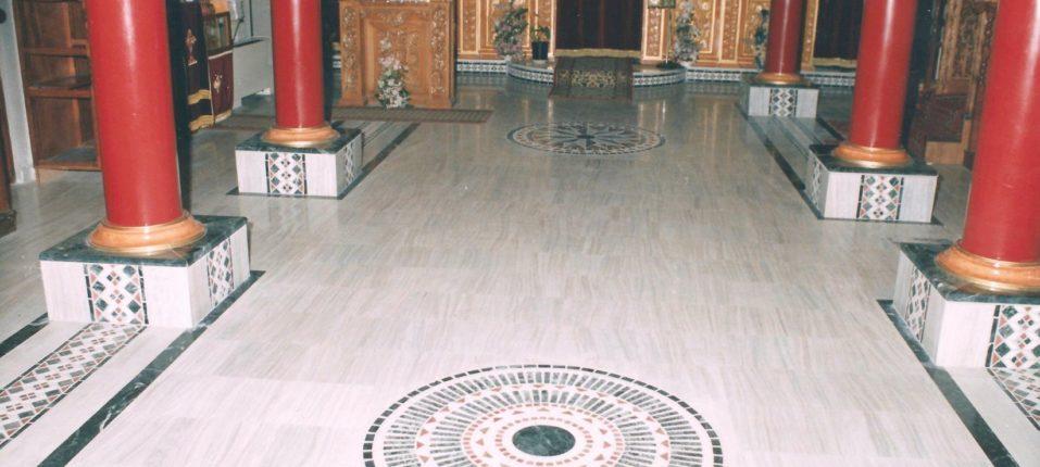Εσωτερική άποψη του Ναού του Αγίου Ραφαήλ όπου διακρίνονται τα ψηφιδωτά δάπεδα.