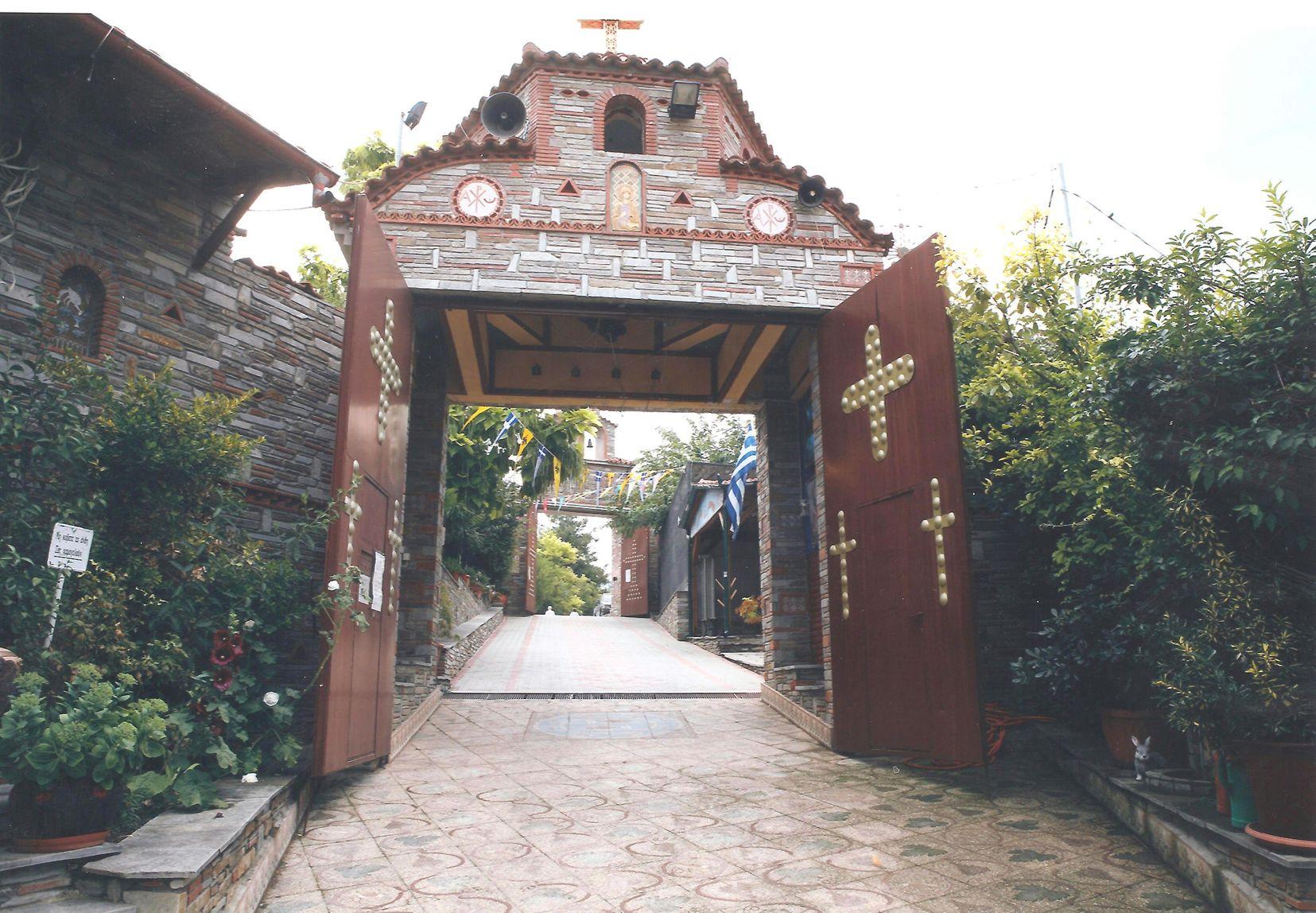 Η 2η Πύλη της Μονής. (από μέσα προς τα έξω).