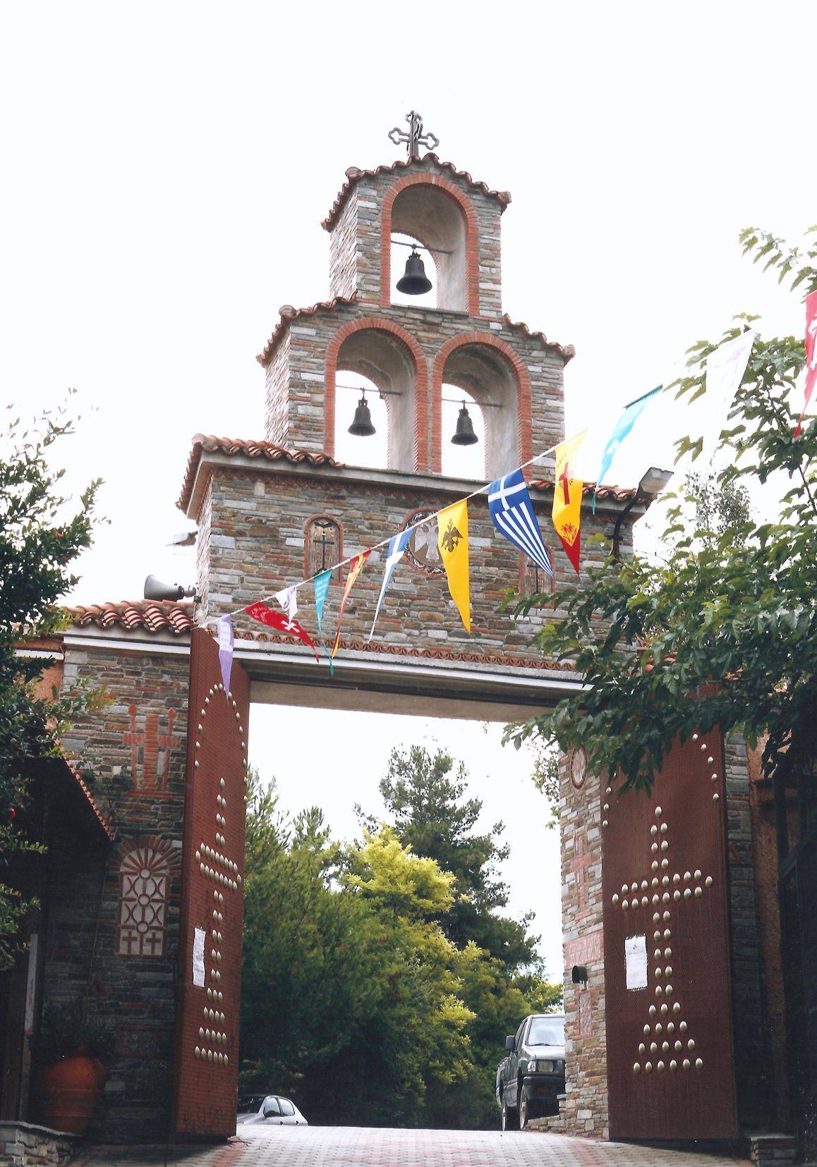 Η κύρια είσοδος της Μονής. 1η Πύλη. (από μέσα προς τα έξω).
