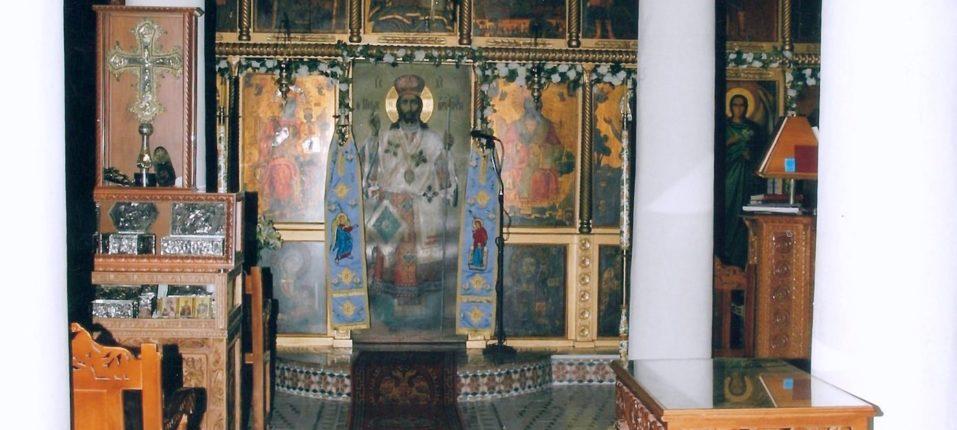: Εσωτερικά του Ναού της Αγίας Παρασκευής μετά την τελική ανακαίνιση όπου διακρίνονται τα θαυμάσια ψηφιδωτά δάπεδα καθώς και το τέμπλο του Ναού.