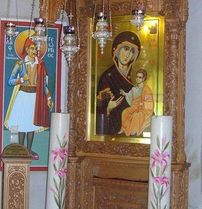 Προσκυνητάρι μεγάλο της Παναγία Πορταϊτίσσης εντός του παρεκκλησίου του Αγίου Σπυρίδωνος.