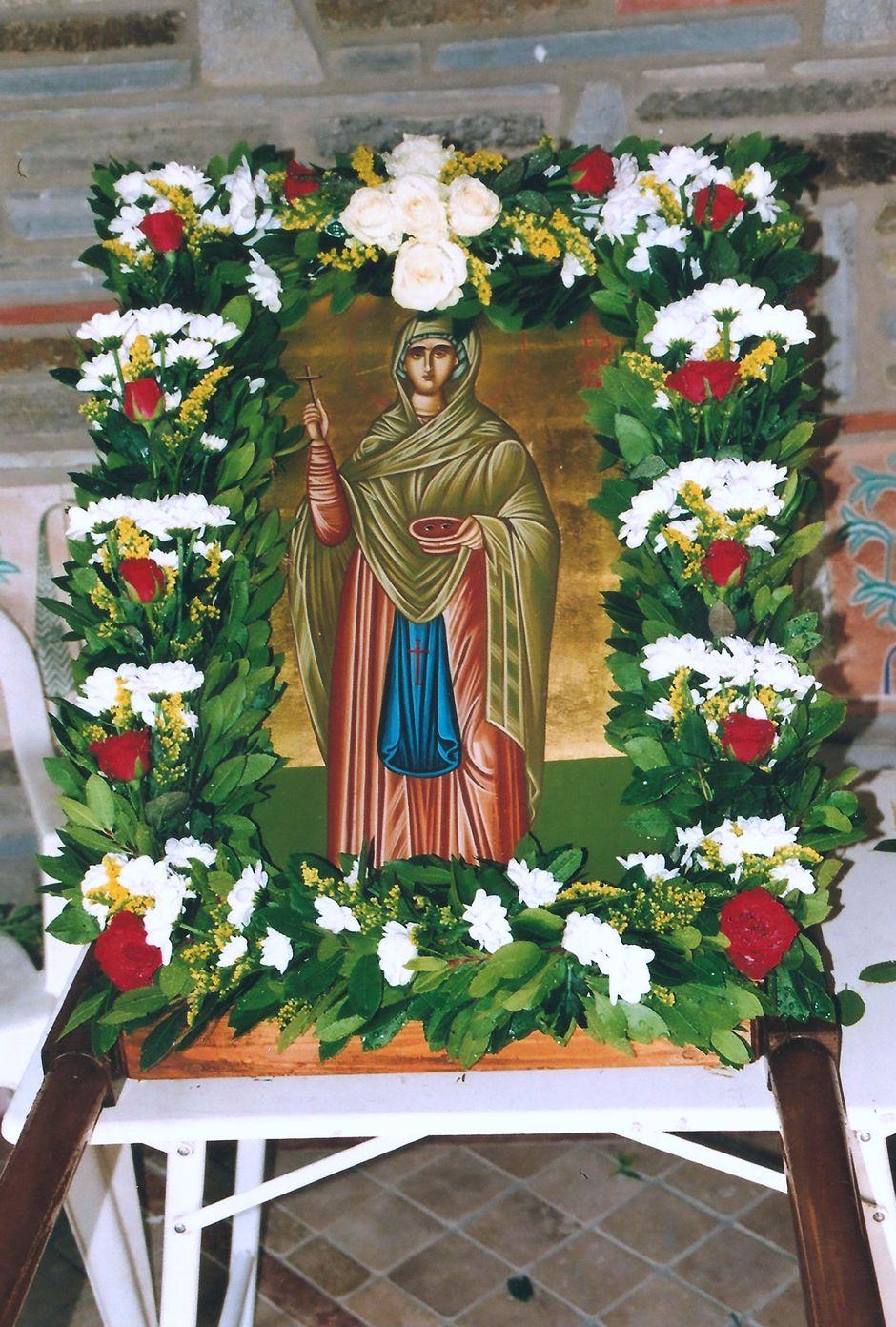Εικόνα της Αγίας Παρασκευής η οποία γίνεται λιτανεία.